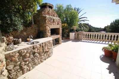 Amazing villa with a garden and a swimming pool with sea water in Castelldefels